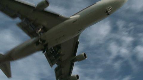 4k: Jumbojet passing overhead