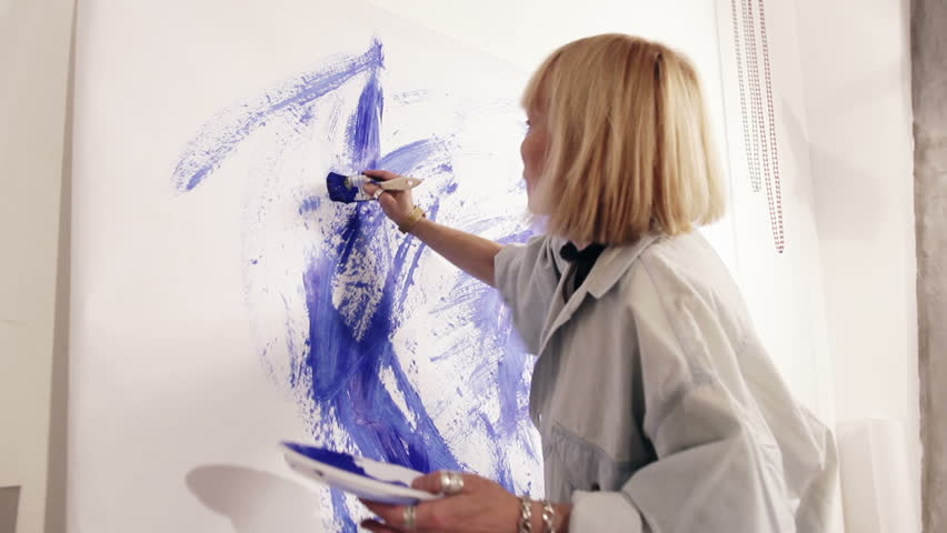 Woman Artist Painting With Paintbrush Arkivvideomateriale 100 Royalty Fritt 5545064 Shutterstock