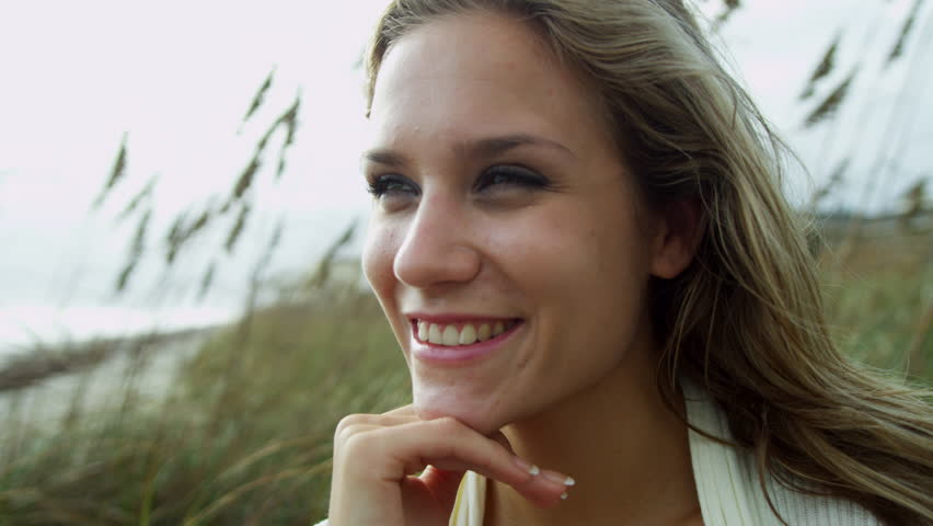 Bilderesultat for young woman smiling