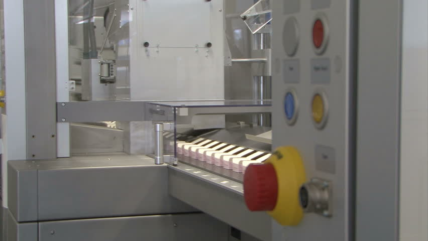 automatic machine makes pharmaceutical packages