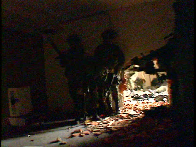 soldiers assault bdg hole in wall yelling. MILES 2000 equipped  (BetacamSP)