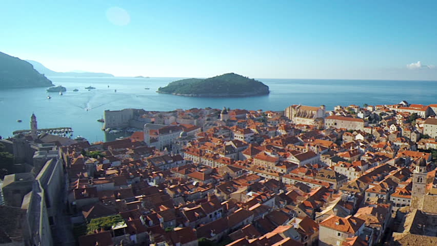Dubrovnik, Croatia received 851,311 arrivals between January 1st and November 30th 2014 – a 12% annual increase. This is aerial, drone footage of Dubrovnik, recently made famous by Game of Thrones.