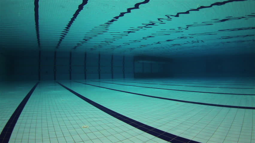 Attirant Empty Olympic Swimming Pool Underwater   HD Stock Video Clip