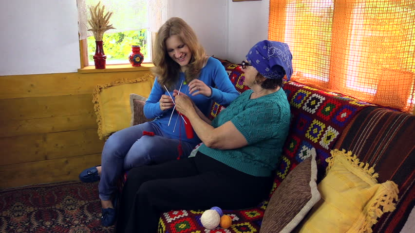 Grandma Knitting Stockings With Pregnant Granddaughter On -9765